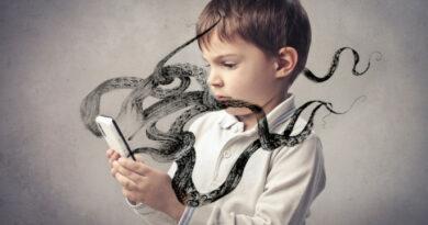 Дети и соцсети. В Интернете ребёнка подстерегают чудовища